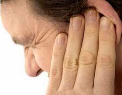Що робити якщо при нежиті закладає вуха