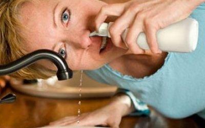 Чим і як промивати ніс при нежиті