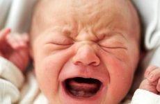 Що робити, якщо у немовляти лізуть зуби і з'явився нежить?