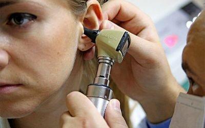 При ангіні болить вухо: що робити?