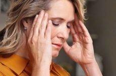 Причини головного болю, закладеності у вухах