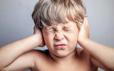 У дитини температура, болить вухо, що робити?
