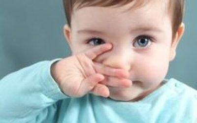 Дитині місяць, хрюкає носом, але соплів немає – причини, що робити