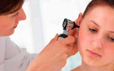 Лущення шкіри у вухах: причини, способи лікування і ефективні методи профілактики