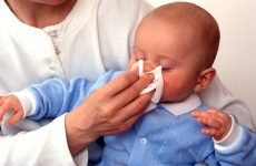 Соплі і температура у немовляти: як допомогти дитині при застуді
