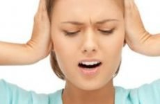 Клацає й клацає у вусі – причини, що робити, як лікувати