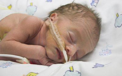 Апное у новонароджених – 3 дії при зупинці дихання (відео)