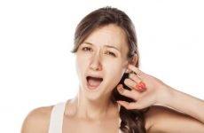 Болять вуха при застуді: чим лікувати і що робити