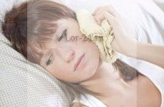 Що робити якщо болить вухо при застуді і після застуди?