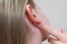 Грибок у вухах у людини: лікування препаратами і народними засобами