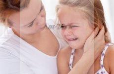 Як зрозуміти, що у дитини болить вухо – симптоми і прояви отиту