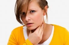 Як промивають мигдалини при тонзиліті: ефективні способи