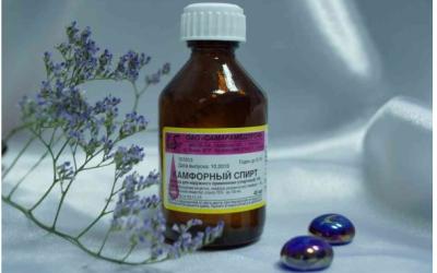 Камфорний спирт при болю у вусі: правила лікування отиту