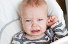 Отит у немовляти: симптоми і ознаки, як зрозуміти і визначити що болить вухо