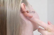 Чому болить за вухом при натисканні – причини