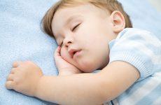 Дитина хропе уві сні, соплів немає: чому і як лікувати?