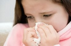 Соплі з кров'ю при нежиті у дорослих: причини і лікування