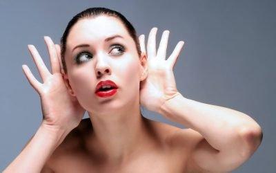 Вухо не болить, але не чує: причини і що робити
