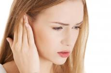 Закладеність вуха без болю: що робити, причини і лікування