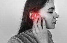 Болить горло і вухо з одного боку – причини однобічного болю
