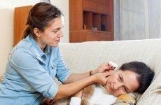 Чим закапати у вухо при болю – які краплі краще