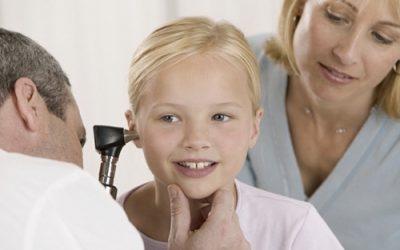 Не чує вухо: причини і лікування