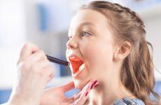 Чому постійно болить горло – причини у дорослих