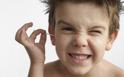 Сірчана пробка у дітей: симптоми, причини та що робити