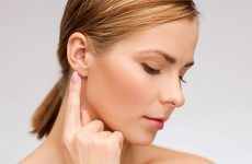 Запалення лімфовузлів за вухом (лімфаденіт): причини, діагностика та лікування