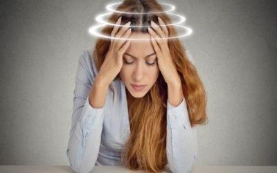 Закладає вуха і паморочиться голова: причини та можливі захворювання