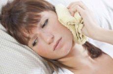 Закладає вуха при нежиті: причини і лікування