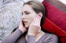 Закладеність вуха при застуді: причини і що з цим робити