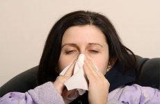 Буває при ангіні нежить і соплі: причини виникнення, симптоми і лікування