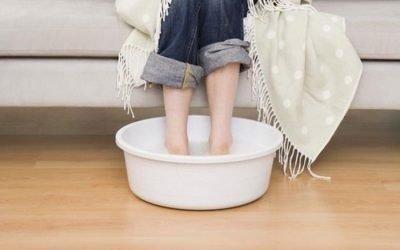 Користь гарячих ванночок при застуді: як правильно парити ноги?