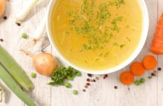 Користь курінного бульйону при застуді: рецепти і правила приготування
